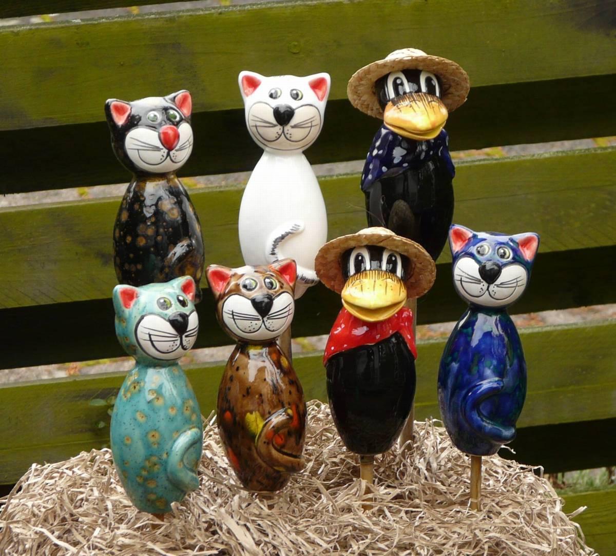 Gartenstecker katze sitzt mini keramik gartendeko wei gl nzend ebay - Keramik katzen fur garten ...