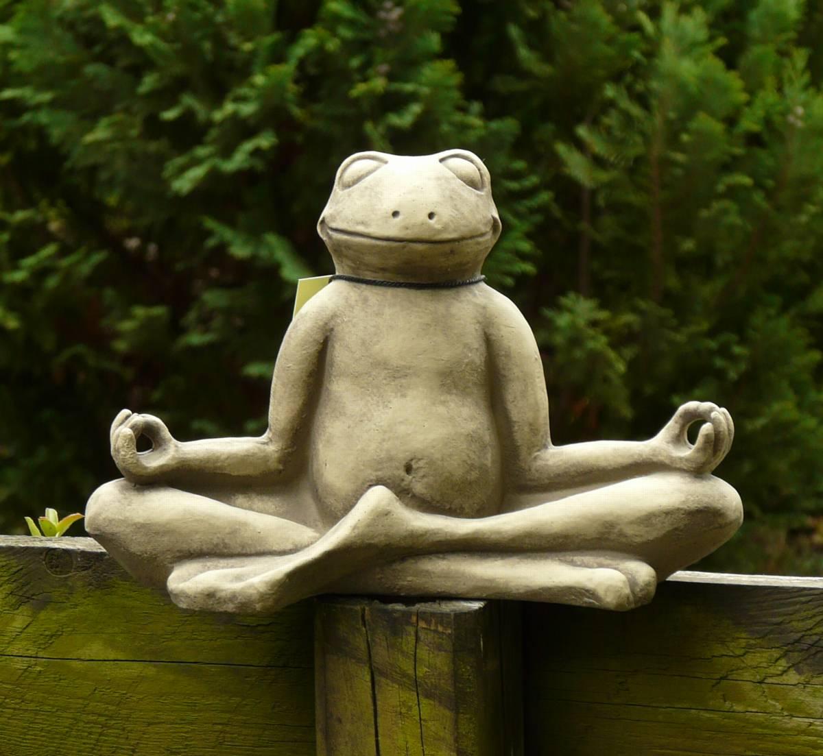 Yoga frosch steinguss gartendeko frostfest betonguss for Frosch figur garten